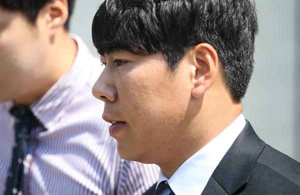 음주뺑소니 사고를 낸 혐의로 재판에 넘겨진 메이저리거 강정호(피츠버그 파이리츠)가 18일 오후 항소심 선고 공판을 마친 뒤 서울 서초동 서울중앙지법을 나서고 있다.
