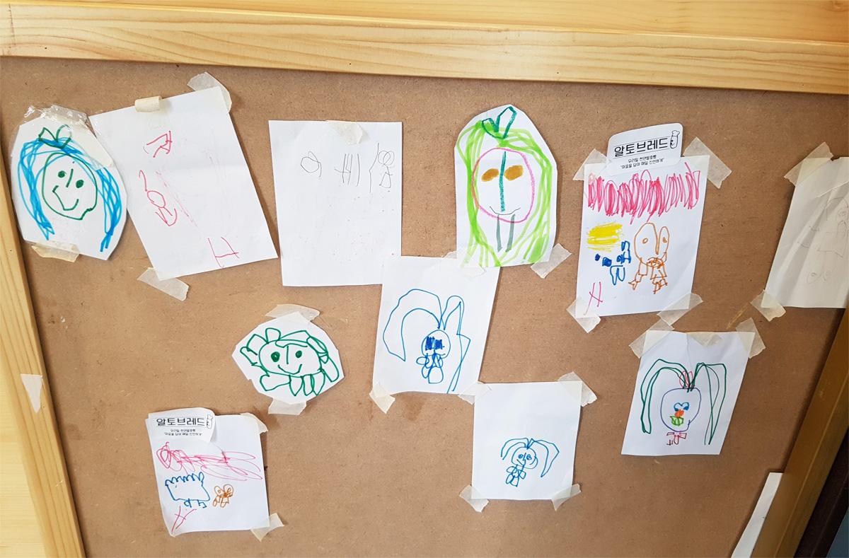 아이들이 쓴 낙서들