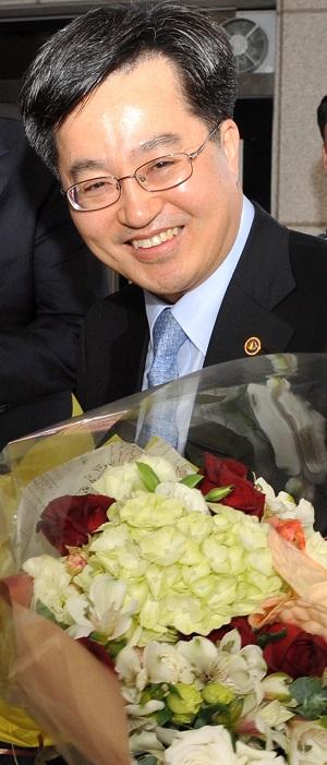 2012년 4월 김동연 기획재정부 2차관이 공직자의 올바른 가치관에 대한 특강을 위해 충북 음성군청을 방문했다.