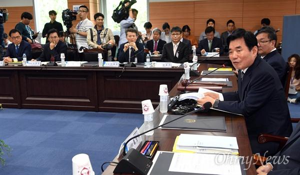 22일 오후 서울 종로구 통의동 금융감독원연수원에서 열린 국정기획자문위원회 첫 회의에서 김진표 위원장이 모두발언을 하고  있다.