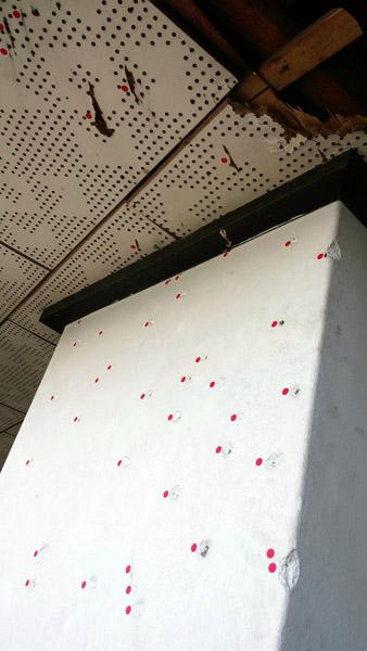 헬기 기총소사의 흔적 전일빌딩 10층엔 헬기 기총소사의 흔적이 기둥과 지붕에 남아있다. 문재인 대통령은 발포명령자를 밝혀내겠다고 공언한 상태다.