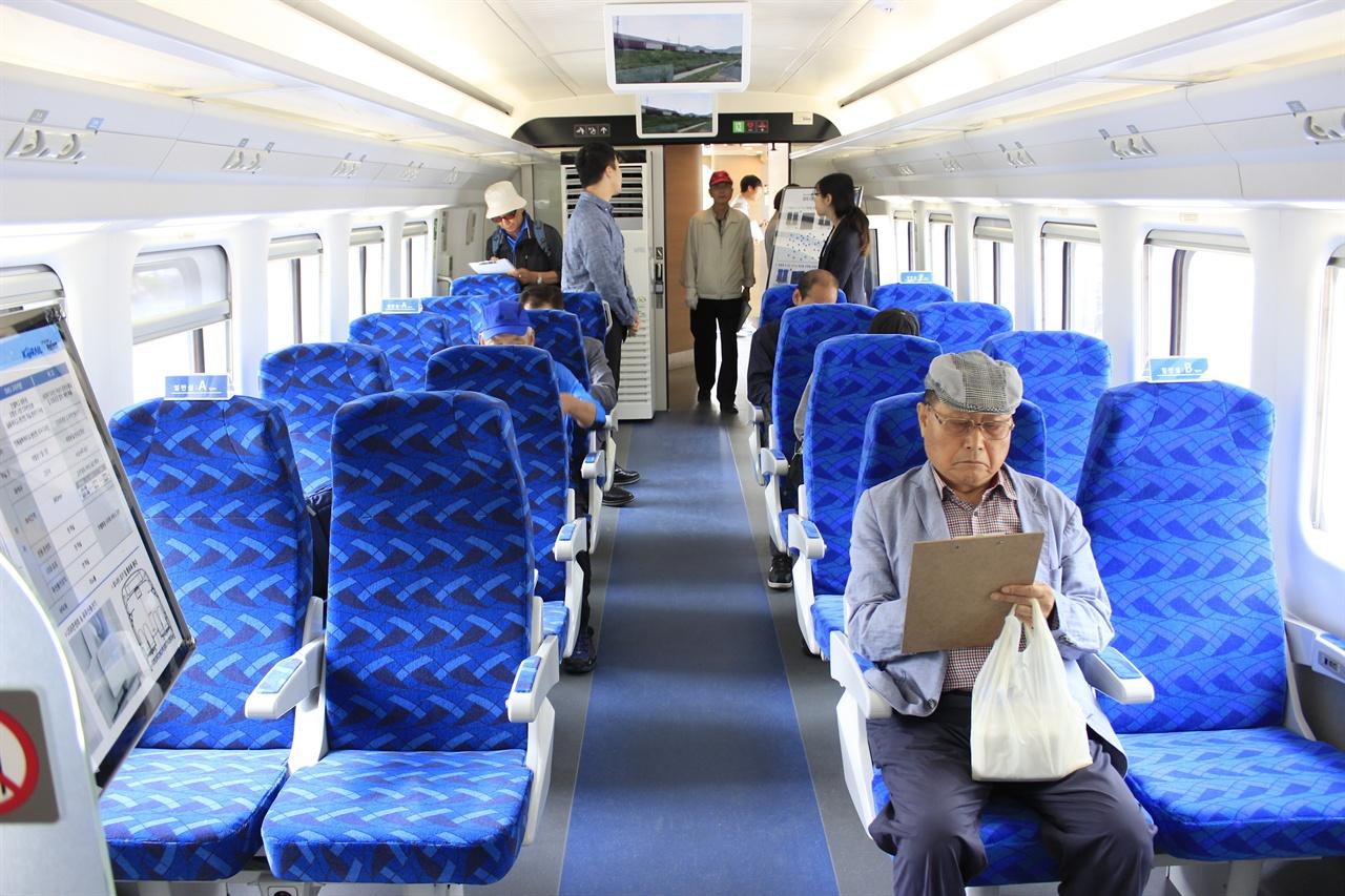 EMU-250/300의 일반실은 시민들이 자유롭게 앉을 수 있도록 했다. 산천보다 조금 더 넓어진 모습이 눈에 띄었다.