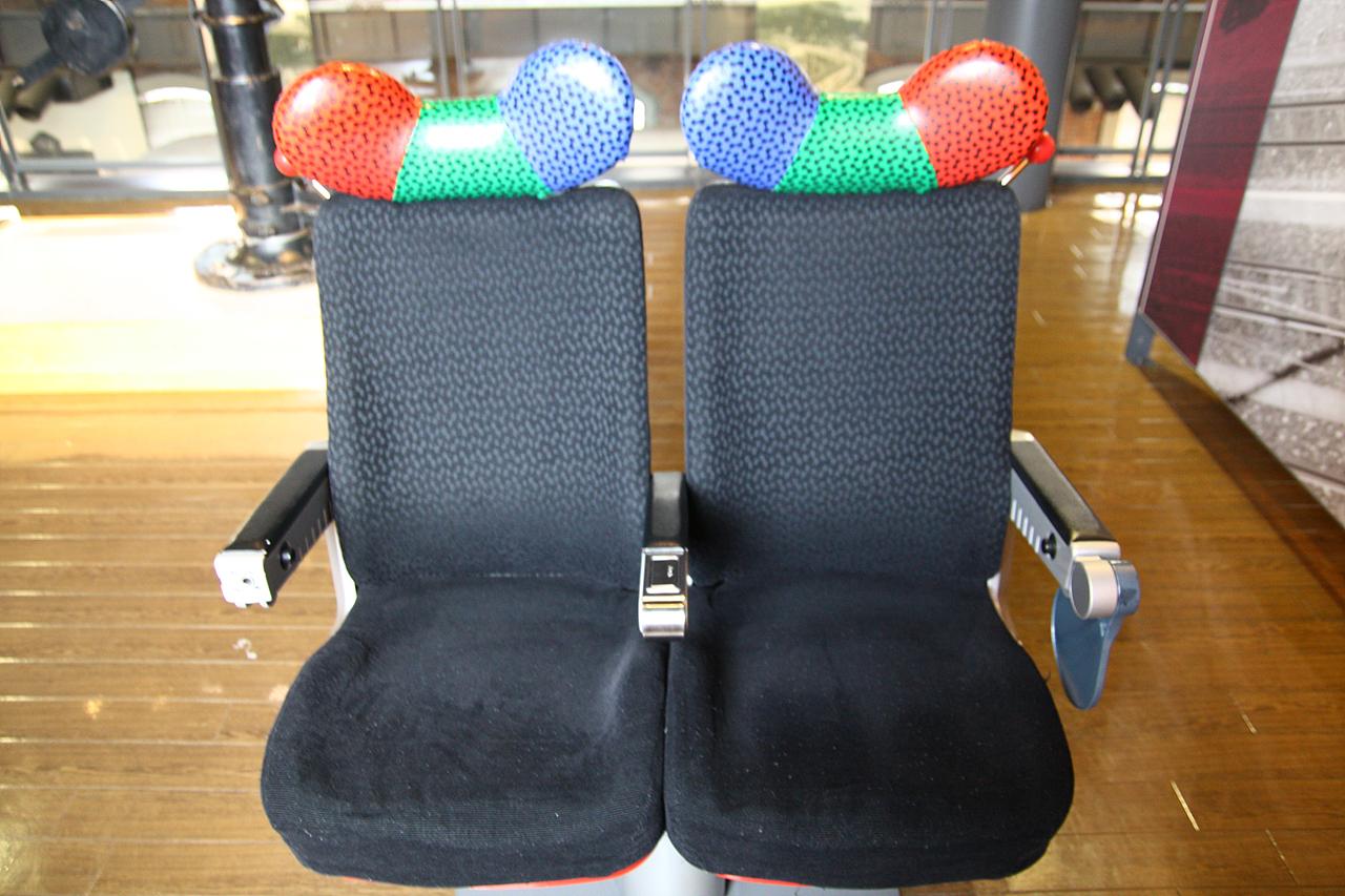 소닉열차 의자 규슈철도기념관 내부의 소닉호 열차 의자
