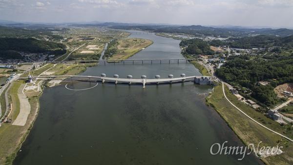 3일 오후 경기도 여주시 금사면 외평리 남한강에 4대강사업으로 건설된 이포보의 모습.