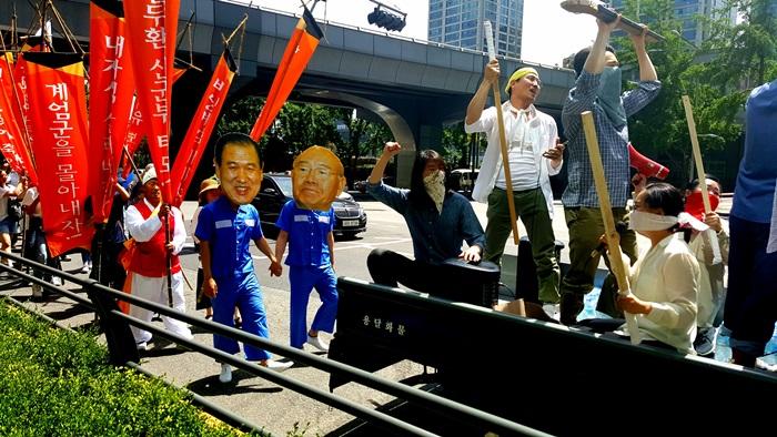 10일 오후 5.18광주민주화운동 시민군으로 분하고 서울 도심 행진에 나선 이들의 모습.