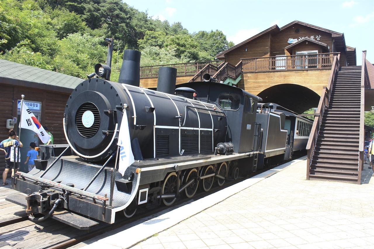 곡성기차공원으로 재개장된 옛 전라선 구간. 증기기관차가 다니는 것으로도 유명하다.