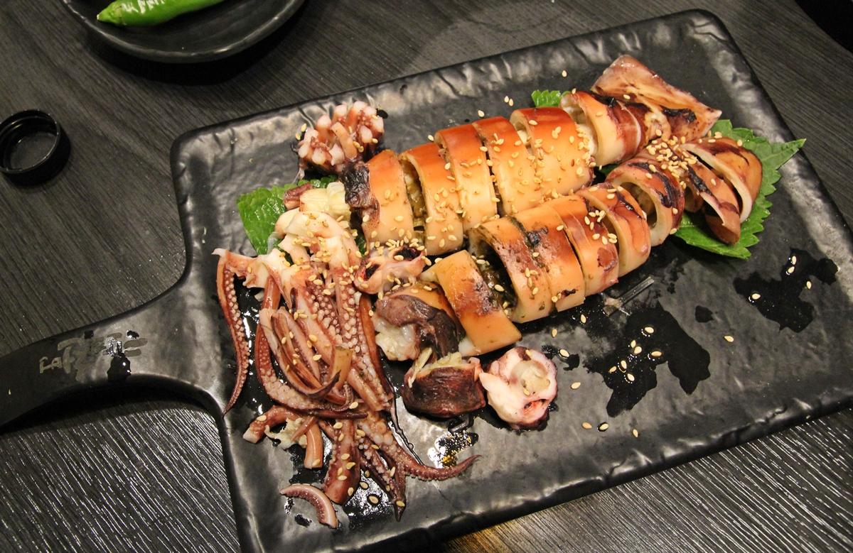단품 요리인 오징어 통찜은 오징어 내장 특유의 맛이 아주 특별하다.