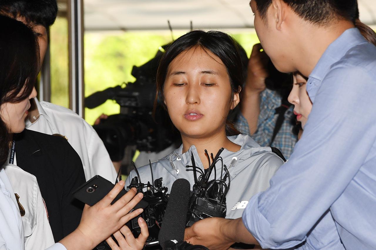 """[사진] 법정 앞에 선 정유라 """"도주할 생각 없다"""" - 오마이뉴스"""