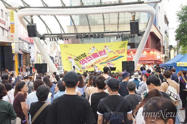 성소수자 축제인 대구퀴어문화축제가 24일 오후 대구 중구 동성로 일대에서 열렸다.