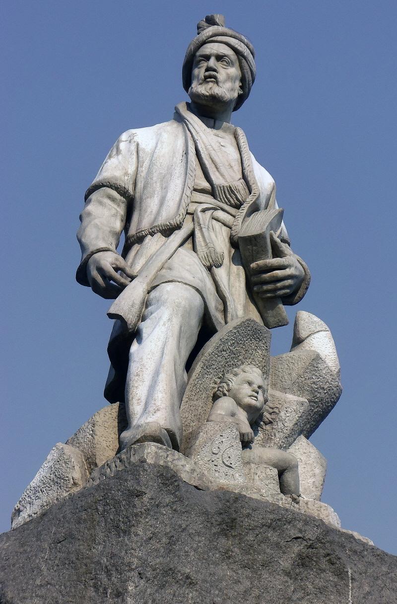 페르두시 동상