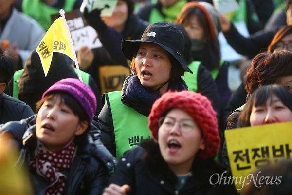 2016년 2월 27일, 서울광장에서 열린 민중총궐기 대회에 참석해 구호를 외치고 있는 백도라지씨.