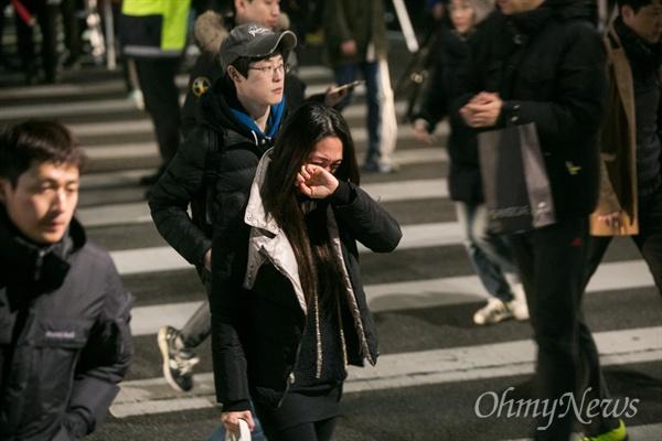 2015년 12월 19일, 서울대병원 앞에서 열린 3차 민중 총궐기 문화제에서 백민주화씨는 눈물을 흘리며 참석한 시민들에게 감사의 마음을 전했다. 그 후 병원으로 돌아가면서 눈물을 멈추지 못하고 있는 모습