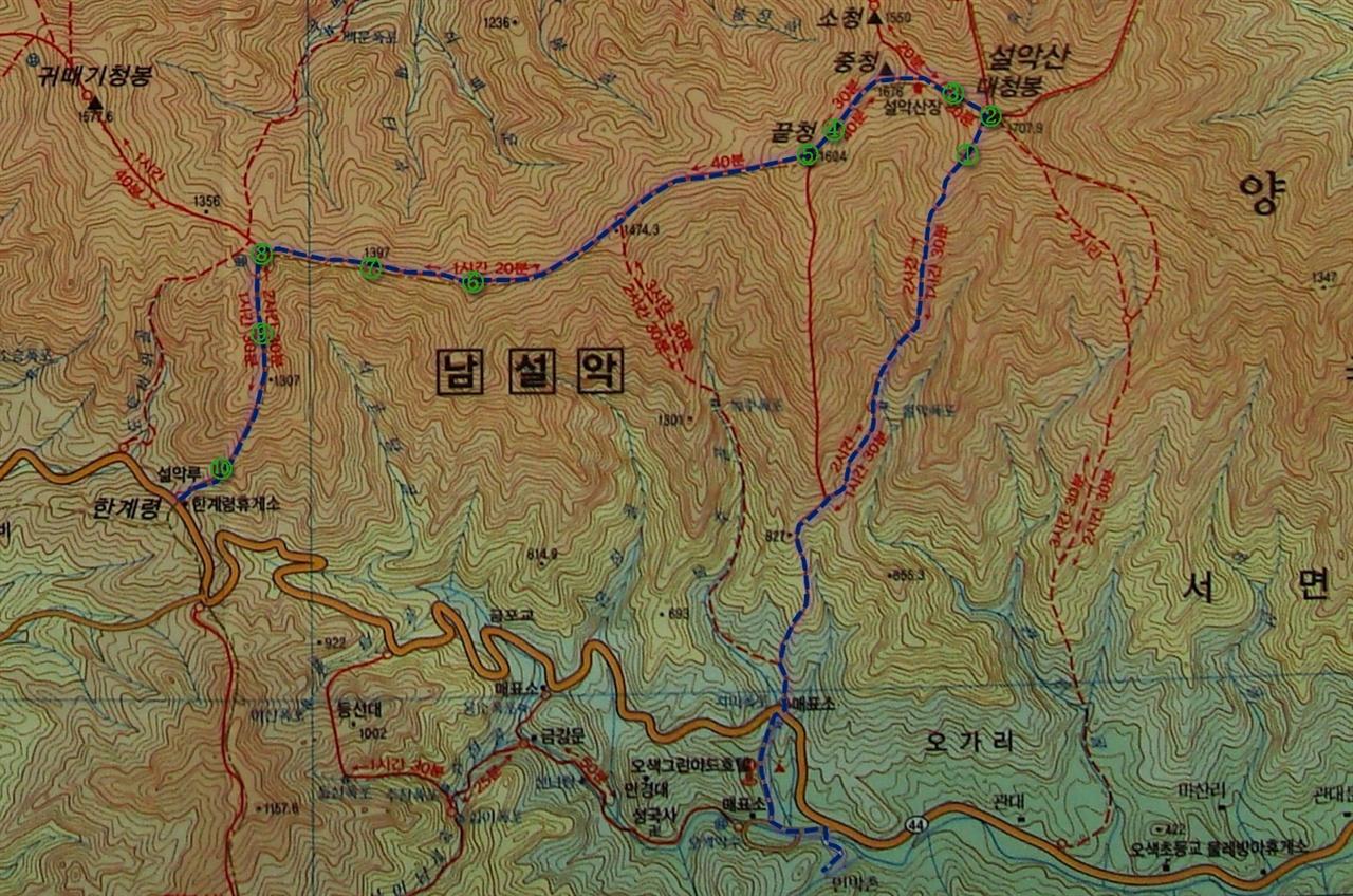 6월 15일 산행지도 6월 15일 양양군 서면 오색2리의 안터마을에서 출발해 설악산 등산로입구를 거쳐 대청봉을 올라 서북주릉을 이용해 한계령까지 걸은 거리는 15km에 이른다. 이 지도에서 1~2번은 처음 글을 쓴 구간의 사진 촬영 장소고, 그 다음 3~5번까지가 두 번째 글을 쓰며 소개한 사진들을 촬영한 위치다. 그리고 이번 글엔 5번 위치부터 시작해 7번까지 구간에서 촬영한 사진과 과정에 대한 이야기다. 그리고 다음 마지막 편으로 8~10번 구간에서 촬영한 사진과 이야기로 맺는다.