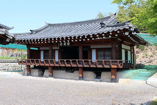 영천시 청통면 신덕리 105-2 자암정은 조종대를 기려 세워진 건물이다.