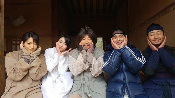 MBC <군주>에 출연 중인 박철민. 배유람 배우의 인스타그램에 올라온 사진이다.
