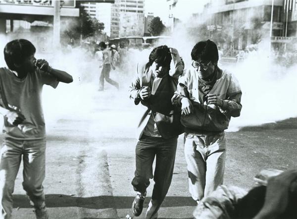 1987년 6월은 민주화에 대한 열망으로 뜨거웠다.