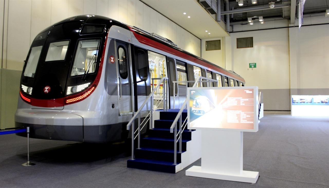 2017 부산국제철도기술산업전에 전시된 현대로템의 홍콩 수출 전동차.