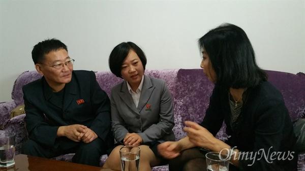탈북동포 김련희씨 가족에게 내가 실제로 만나고 싶었던 이유를 설명하며.