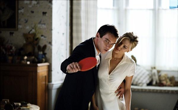 영화 <매치 포인트>(2005)의 한 장면. 뉴욕을 떠나 런던에서 촬영한 이 작품으로 우디 앨런은 슬럼프를 벗어나기 시작했다.