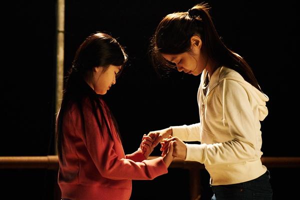"""""""결국 저의 꿈처럼 아름다운 춤을 담고 싶던 영화적 야심은, 이처럼 두 배우의 서로에 대한 배려에 지고 말았습니다."""""""