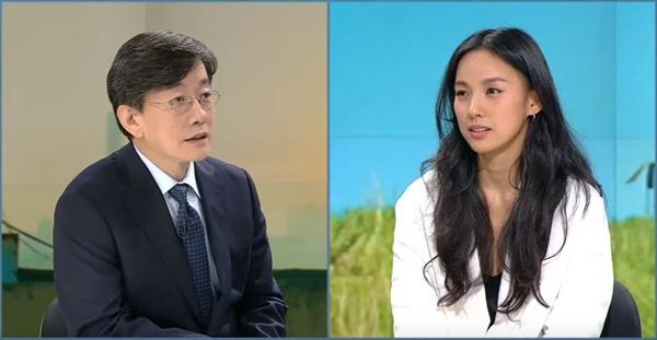 JTBC <뉴스룸>의 문화초대석에 나와서 손석희 앵커와 이야기를 나눴던 이효리.
