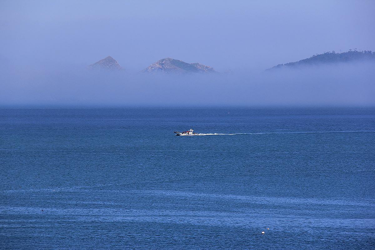 '사방에 도서가 없고, 바다가 하늘과 서로 맞닿아 아득히 넓고 끝이 없는 바다뿐'인 곳, 그곳이 흑산도였다. 그리고 그 흑산바다에 고래가 살았다.