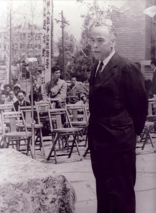 1947년 5월 24일 근로인민당 창당식에서의 여운형 선생. 피살되기 2달 전의 모습이다.