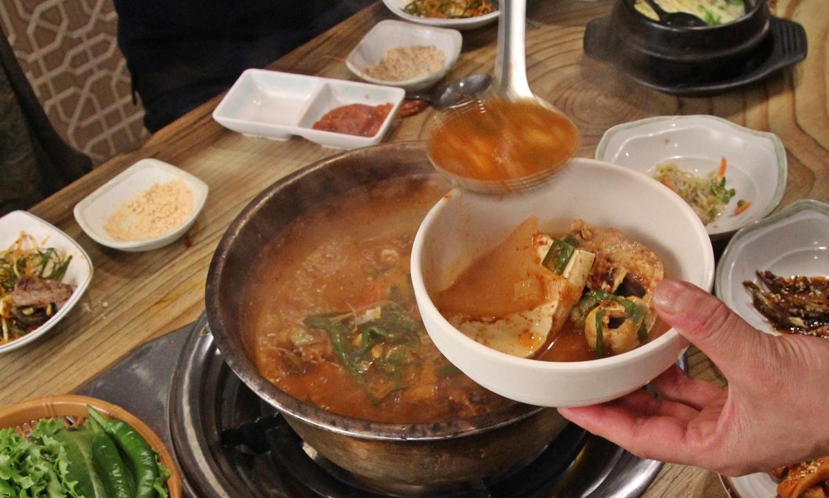 양푼이 동태탕이다. 두부와 함께 노란 양푼이에서 푹 끓여낸 동태탕이 시원하고 깔끔하게 와 닿는다.