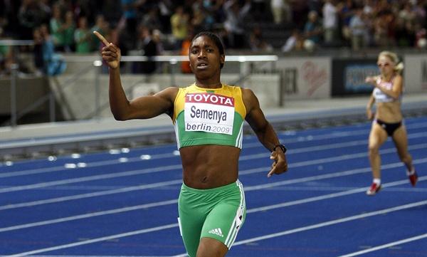 육상 선수 캐스터 세메냐의 모습 epa01829623 Caster Semana of South Africa wins the 800m Final at the 12th IAAF World Championships in Athletics, Berlin, Germany, 19 August 2009. EPA/RAINER JENSEN <저작권자(c) 연합뉴스, 무단 전재-재배포 금지>