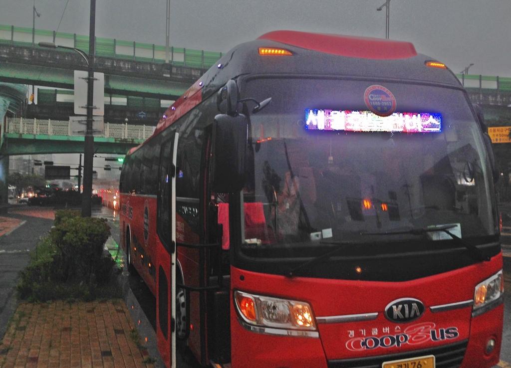 수원역에서 출발하는 세월호 노란버스 수원 시민들을 목포로 안내해 준 노란 버스는 경기쿱 버스가 함께 했다. 기사님은 휴게소에 1시간 단위로 쉬어가며 안전한 운행을 했다.
