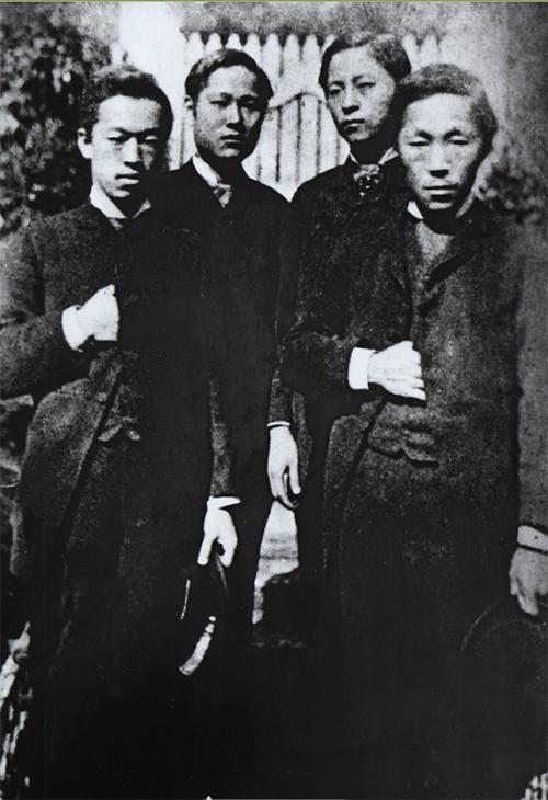 고종은 1883년 김옥균(사진 맨오른쪽)에게 '동남제도 개척사(東南諸島開拓使)'라는 직위를 주고 포경(捕鯨) 등의 일을 겸하게 하여업무를 겸하게 하였다.