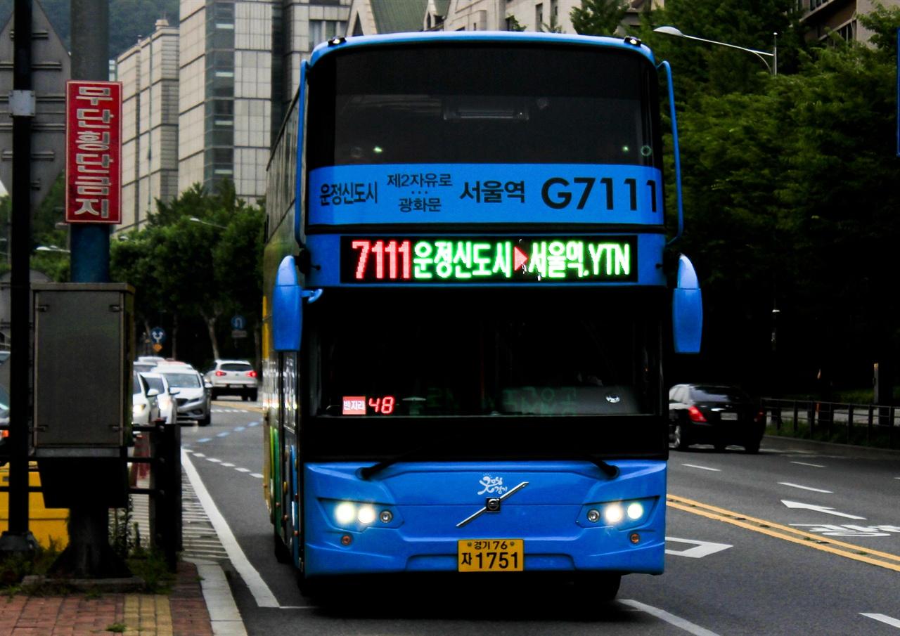 최근부터 2층 버스가 절찬리에 운행하고 있다. 그 중 3000A번은 관광 목적으로 이용하기에도 제격이다.
