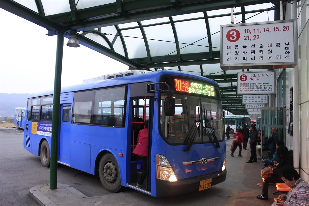 강화터미널의 모습 강화터미널에서 출발하는 다양한 버스를 이용하면 강화도의 역사와 마주하는 관광지로 향할 수 있다.