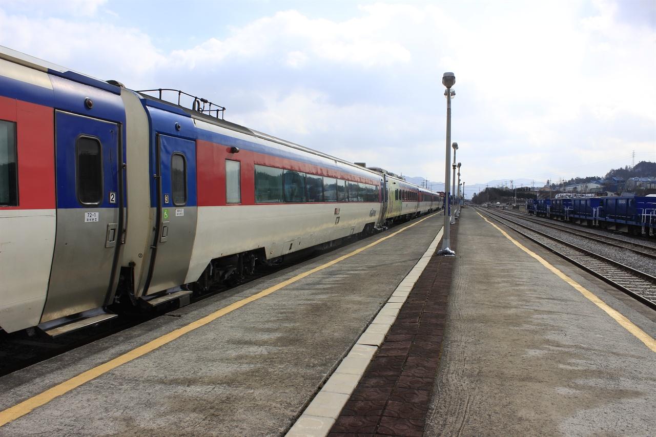 다양한 역에서 출발하는 무궁화호를 이용하면 완행열차의 낭만이 가득한 여행이 가능하다.