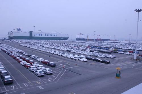 평택항  평택항에는 자동차 전용 선석(290m)이 네 개 있다. 배후단지를 제외한 이곳 면적은 69만 2000㎡다.