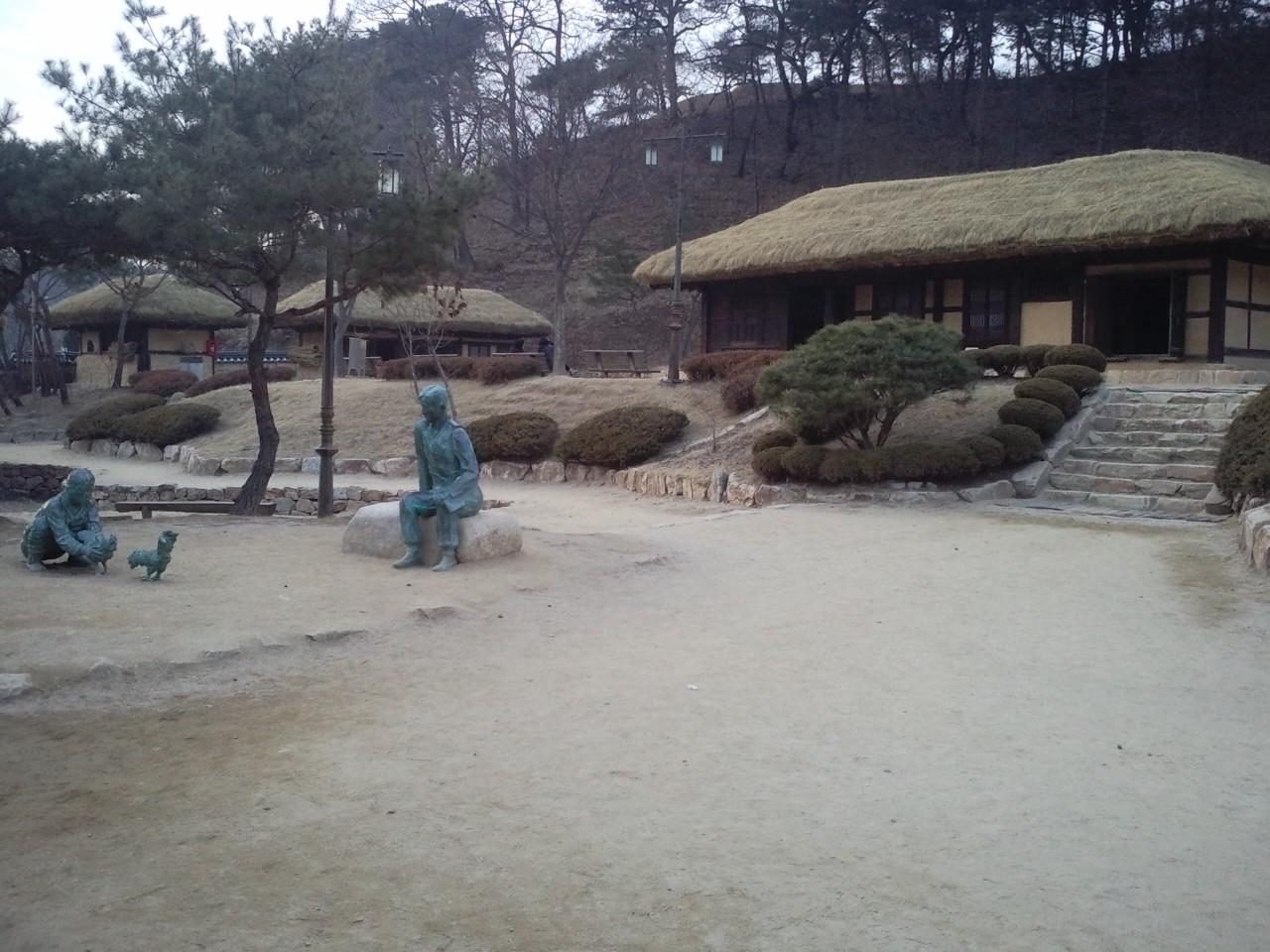 김유정문학촌의 모습. 걸어서 10분 정도면 책과인쇄박물관으로 간다.