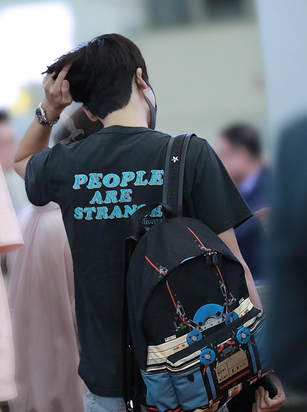 박형식이 패셔니스타답게 멋진 공항패션을 보여주고 있다.