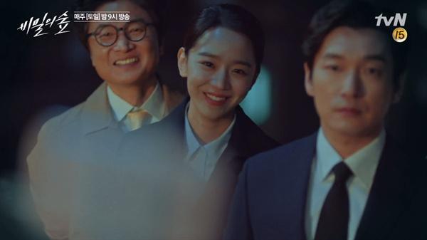 드라마 <비밀의 숲>의 한 장면.