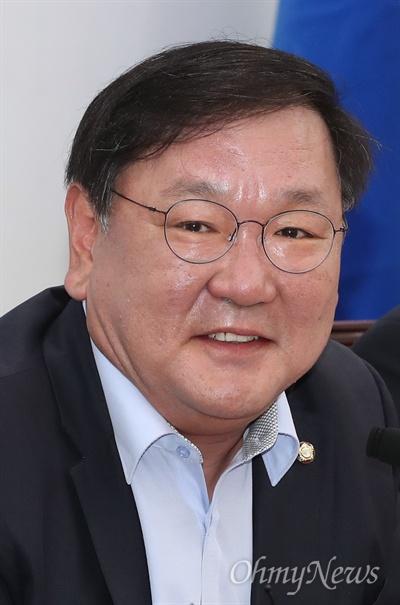 더불어민주당 김태년 정책위의장이 3일 오전 국회에서 열린 정책조정회의에서 모두발언을 하고 있다.