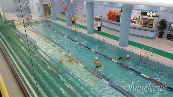 향산호텔 수영장.