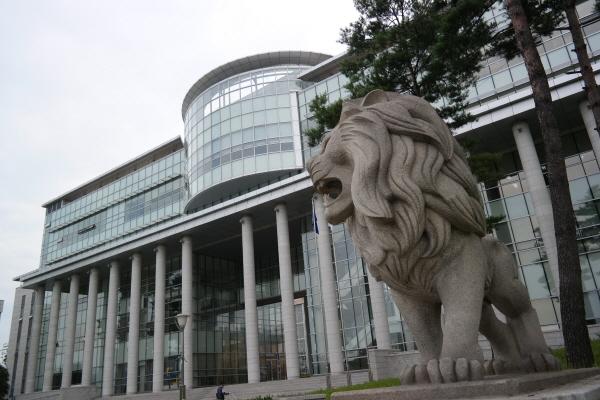 국립대학법인 인천대학교 인천대학교는 바이오 분야를 중심으로 '매트릭스 칼리지(Matrix Coiiege)'를 도입해 '기업 속의 대학, 대학 속의 기업'을 실현해 나가고 있다.