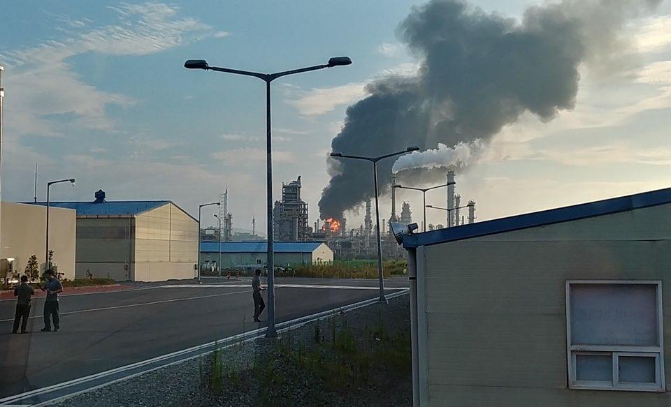 폭발사고로 화염이 번지고 있는 GS칼텍스2공장