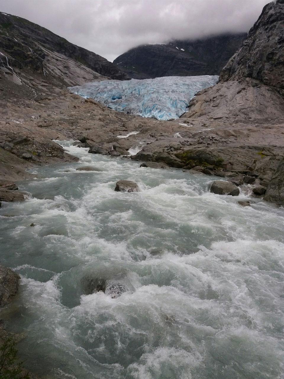 노르웨이 빙하 빙하가 흐르는 강