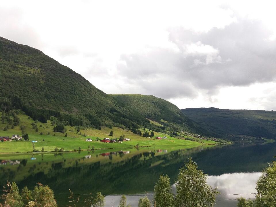 노르웨이 호숫가 마을 풍경