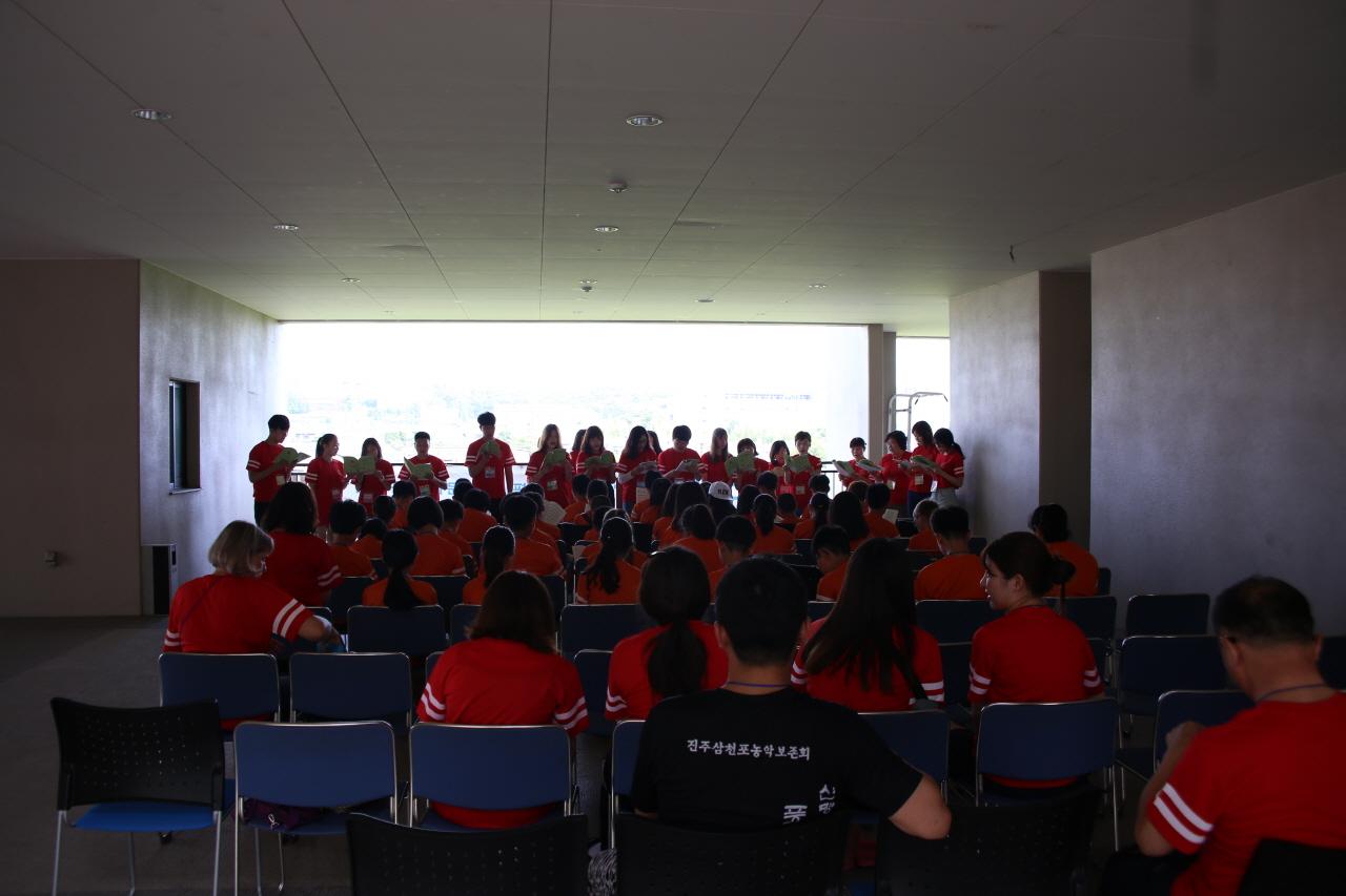 어린이 희망학교 입교식 80여명의 참가들과 함께 한 제13회 어린이희망학교 입교식.