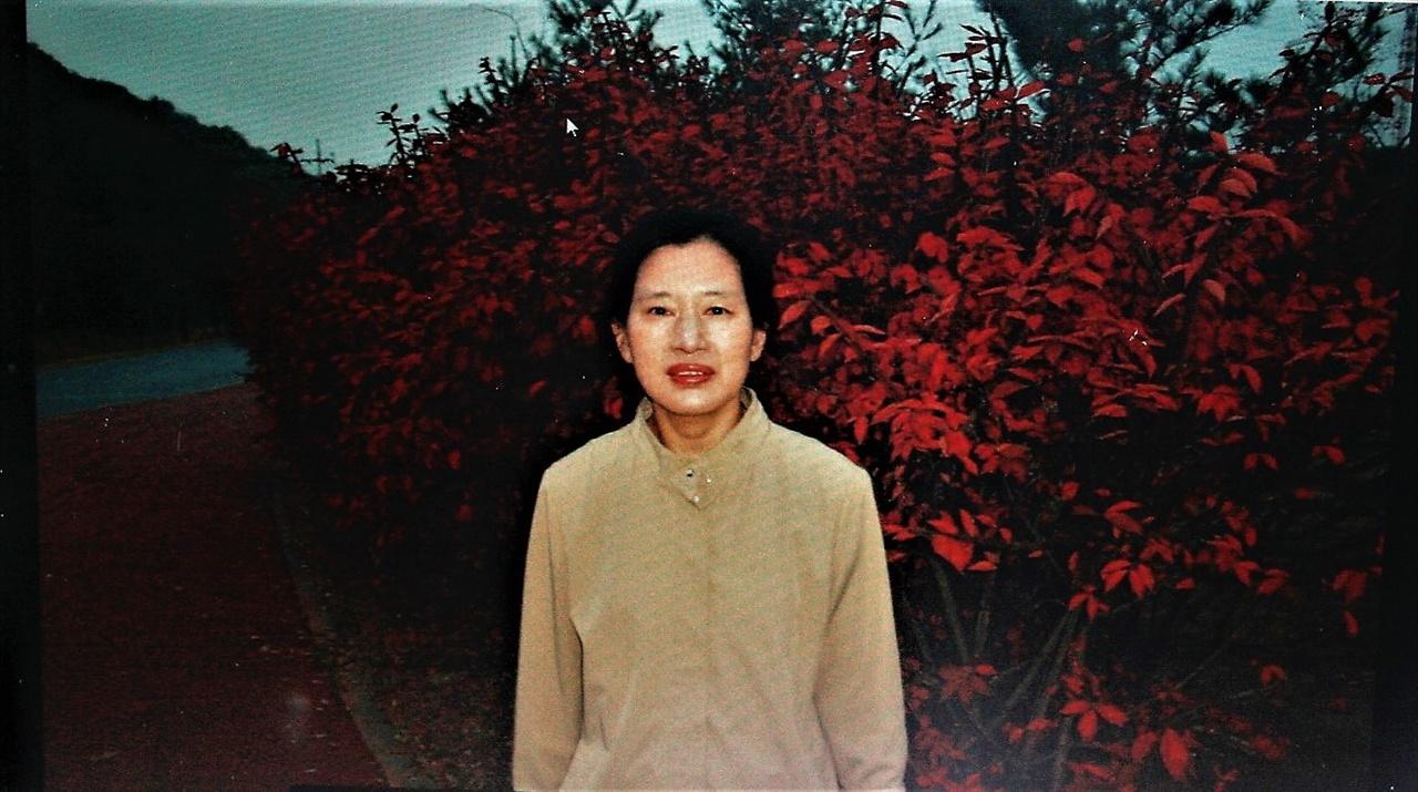 16일 가습기살균제 피해자 박영숙씨의 집을 찾았다. 이날은 그녀가 기자회견에 참석하는 날이다.  그녀는 평소 호흡기질환을 앓았지만, 일상생활이 불편한 정도는 아니었다. 2006년 경 박영숙씨의 모습. 사진 재촬영