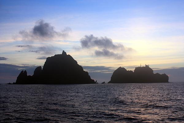 아름다운 독도모습으로 고래잡으러 온 서구 열강 포경선원들이 공식적으로 세계에 알렸다.