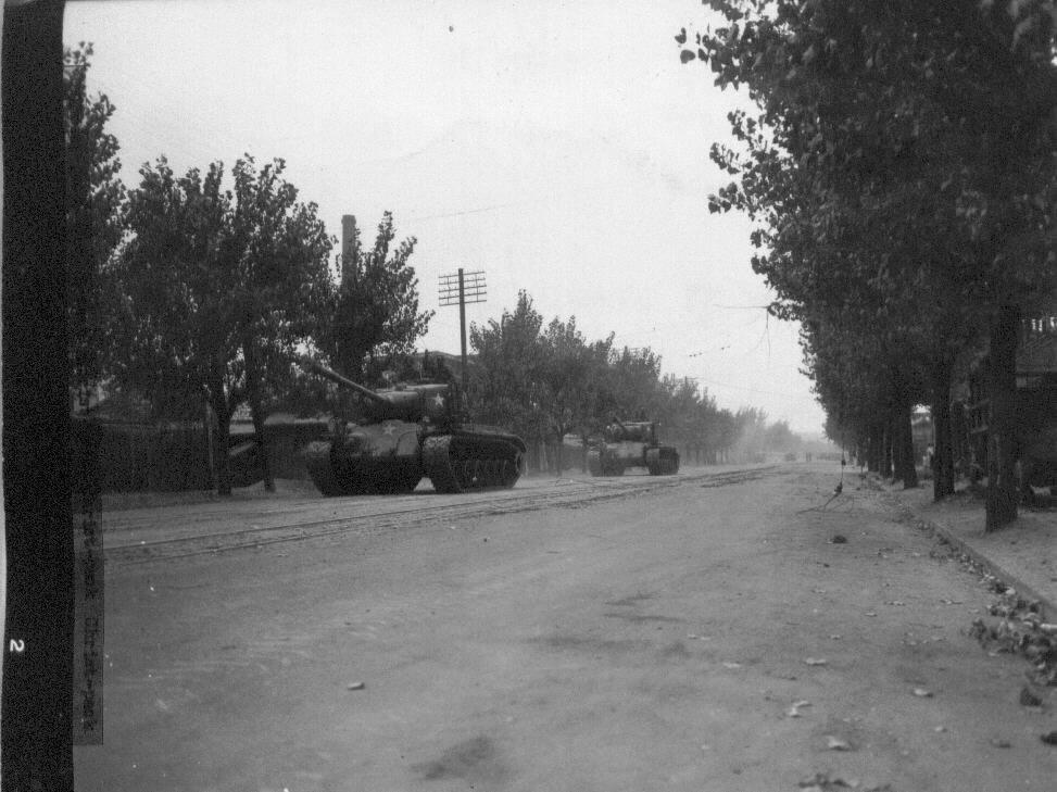 1950. 9. 29. 서울. 유엔군의 전차가 서울 시내로 들어오고 있다.