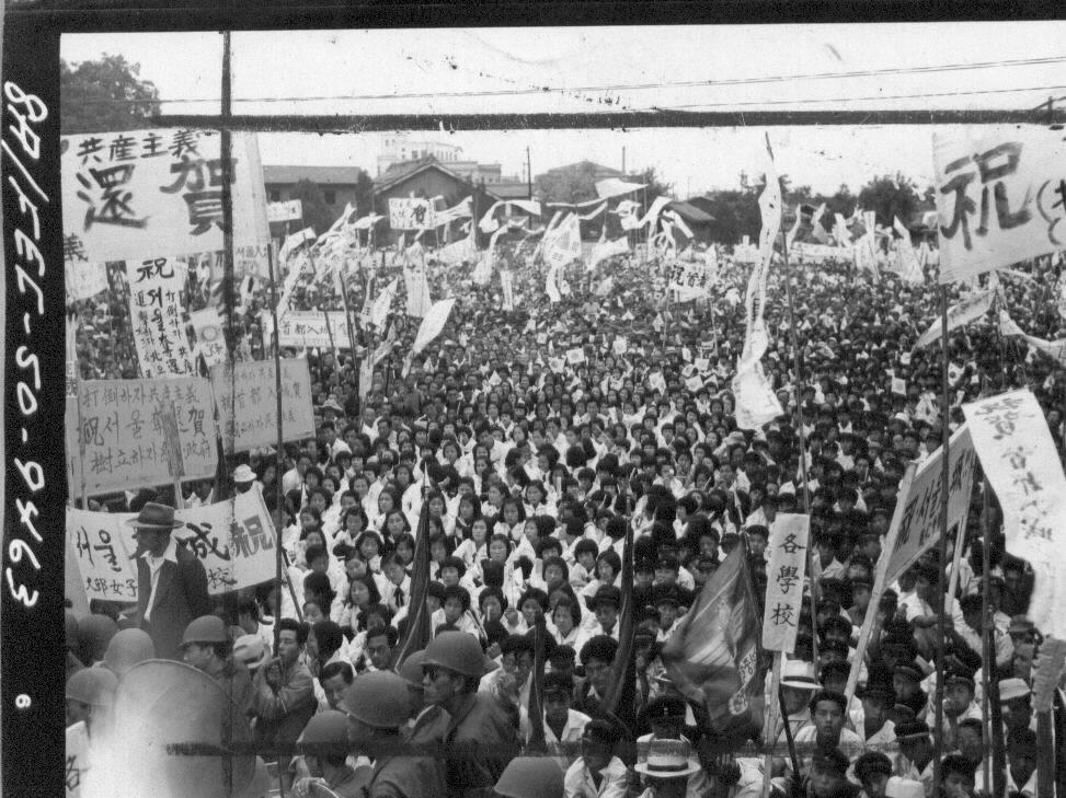 1950. 9. 28. 대구. 대구시민들이 유엔군의 서울 탈환 축하 집회를 열고 있다.