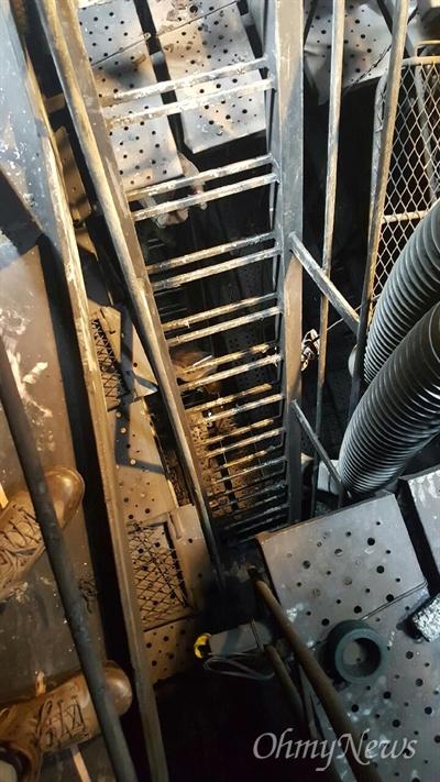 20일 오전 폭발사고로 도색작업하던 하청업체 노동자 4명이 사망한 창원시 진해구 소재 STX조선해양의 건조 중인 선박 내부다. 그을린 흔적이 보인다.